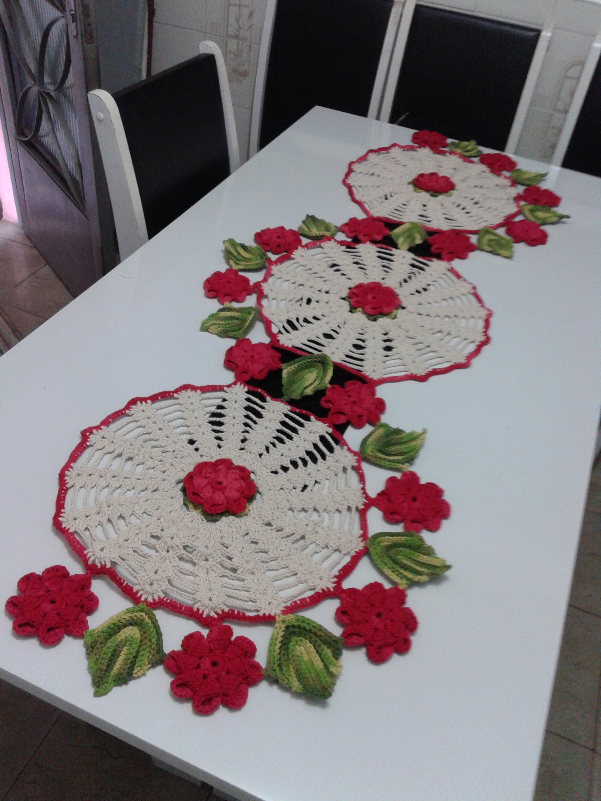 Tapete ou caminho de mesa floral croche marias b crafts for Tapete mesa