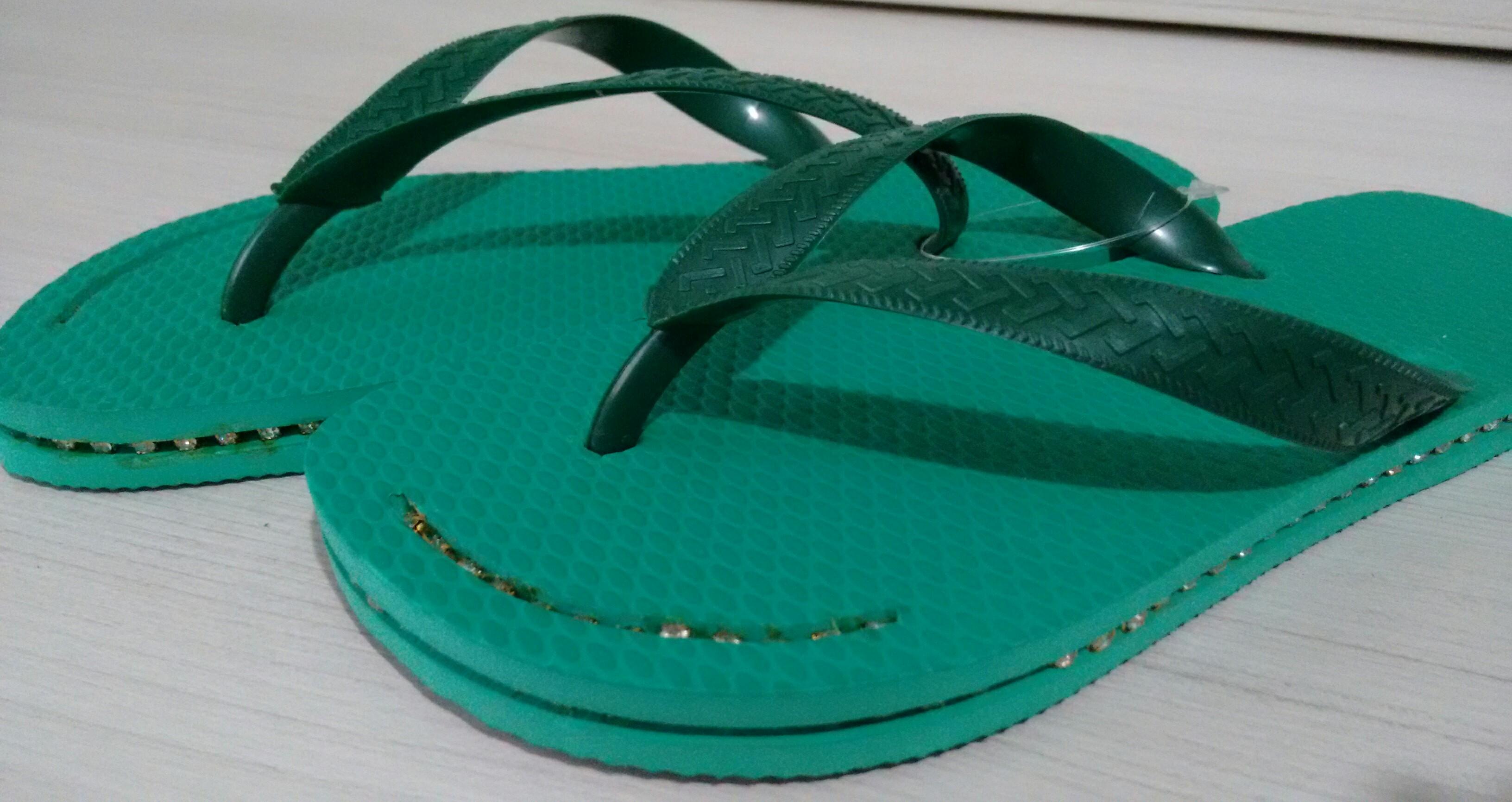 3574fb300 Chinelo verde decorado na lateral 37/38 no Elo7 | Sonhos em Artes Ateliê  (58BD45)