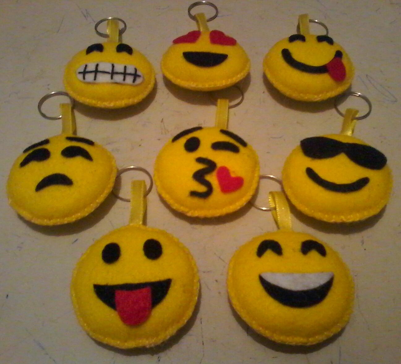 a6bd3a558ff85 Chaveiro Emoji Emoticon Oculos   Elo7