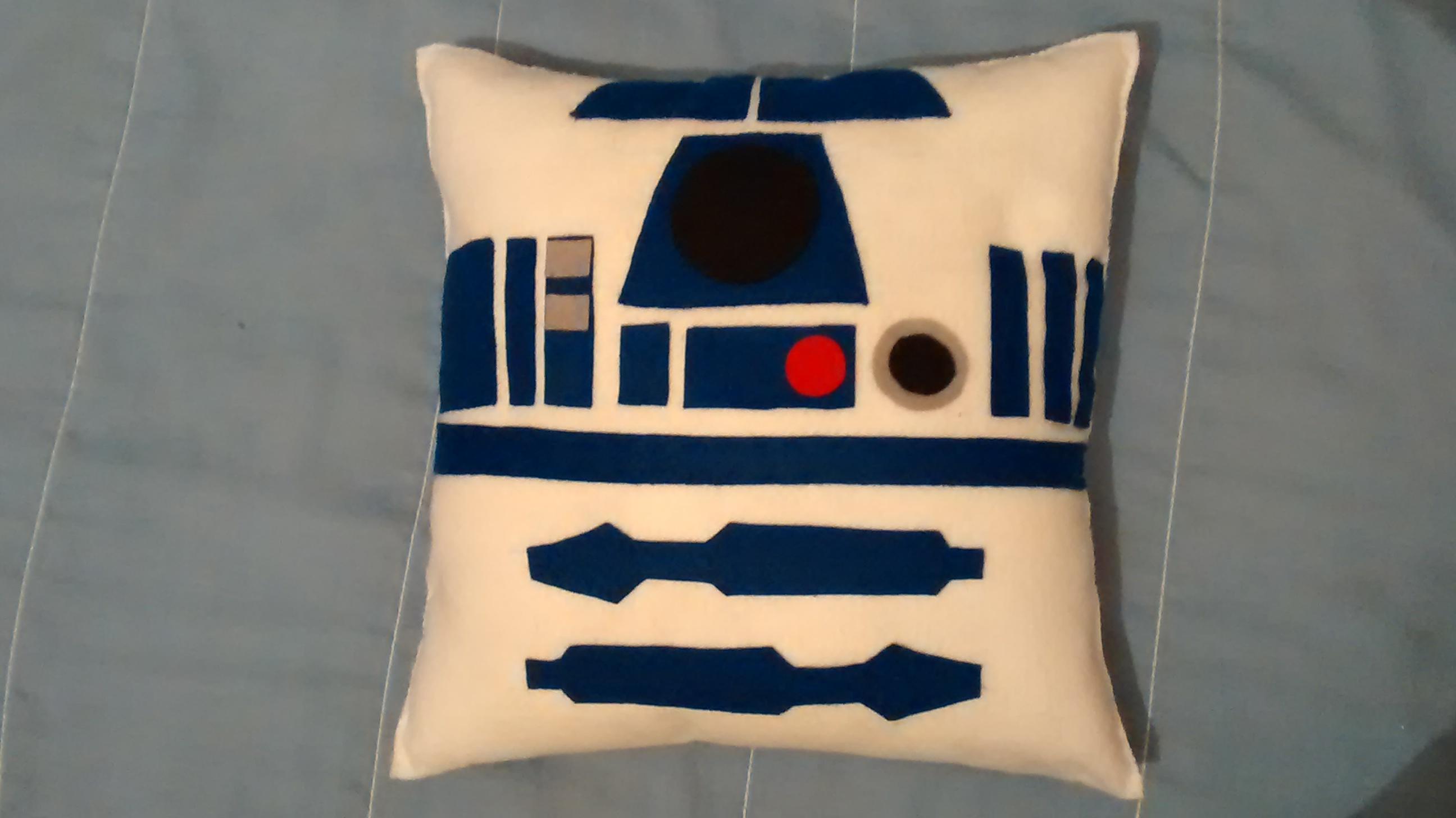 0465a374f Almofada Star Wars R2D2 no Elo7