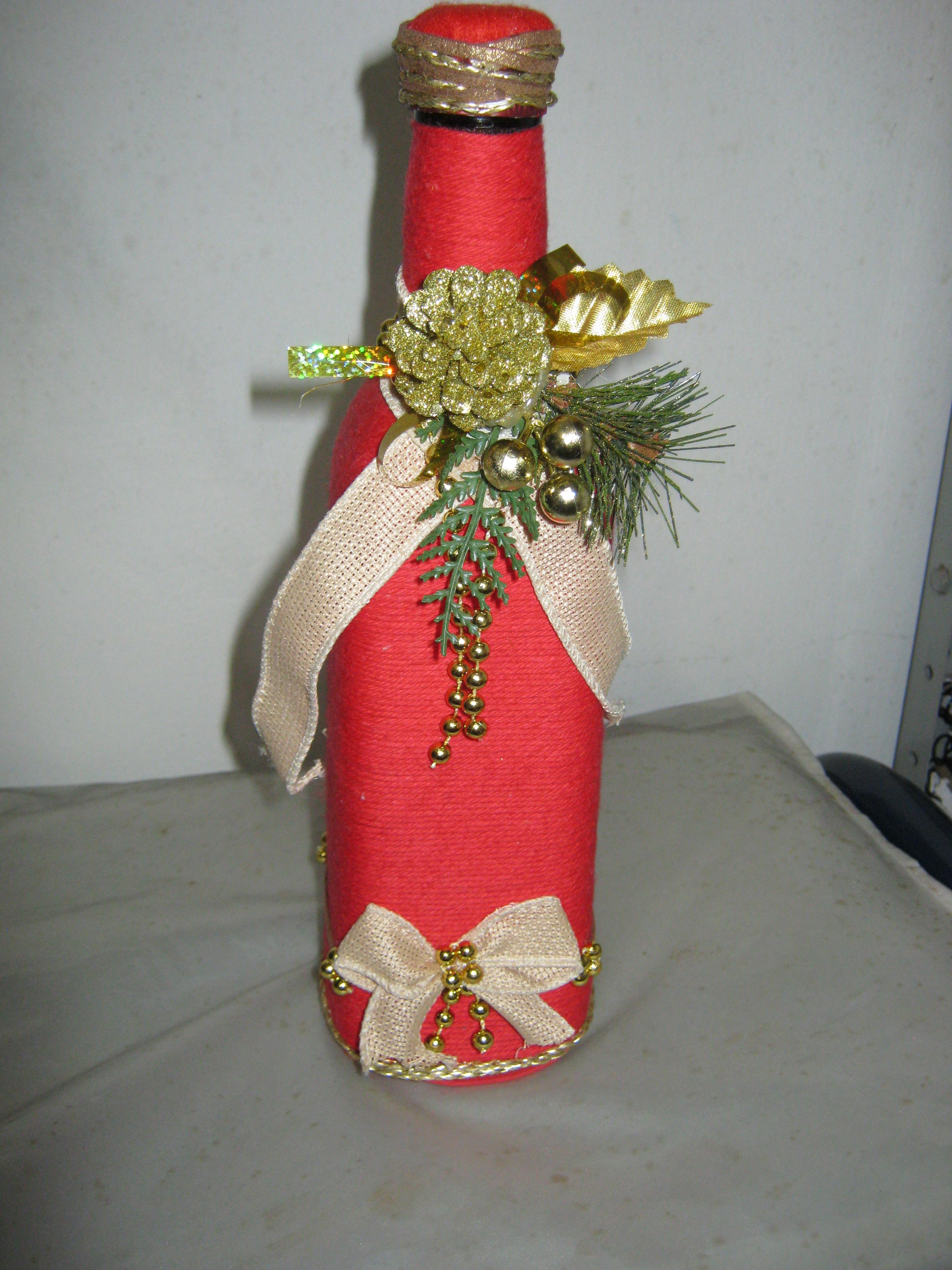 6) Árvore de Natal feita com garrafas pet