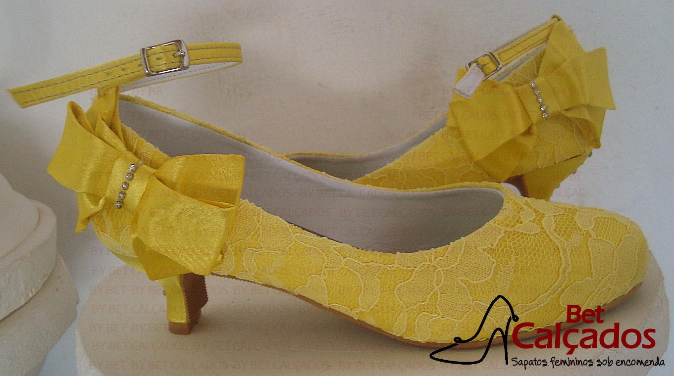 9c143a96a6 Laço lado amarelo renda no Elo7