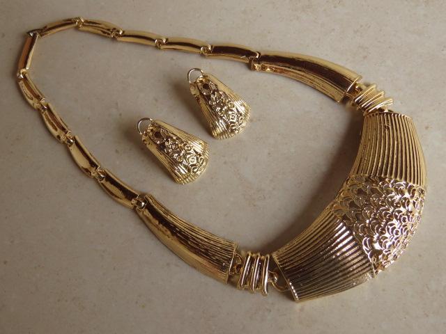 Design Of coleira col9-dourada e preço