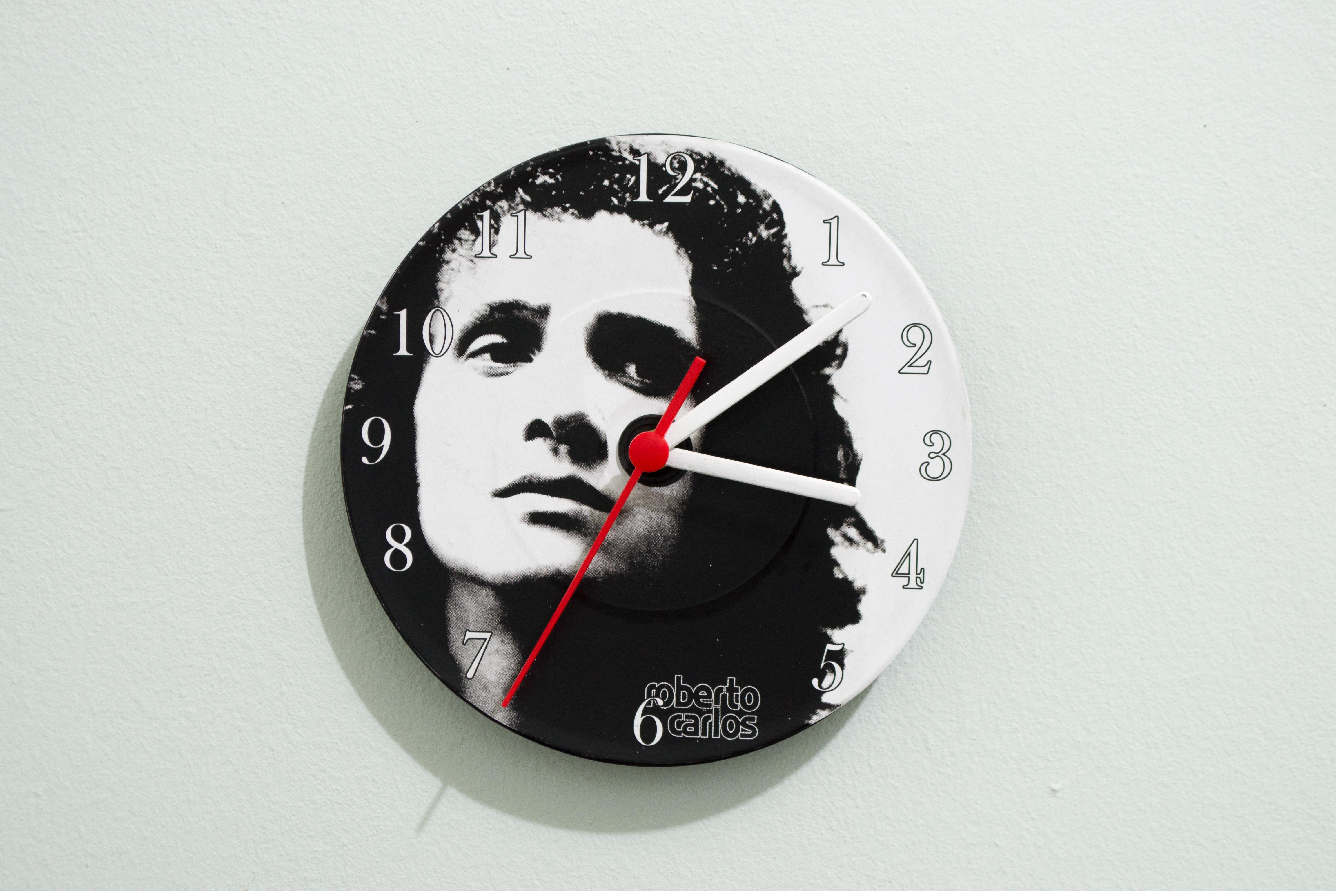1a7bda4fef1 Relógio de Parede Roberto Carlos