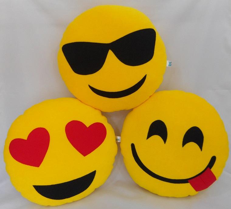 d4ddcddb2efa9 Almofadas Emoji Carinhas Oculos de Sol   Elo7