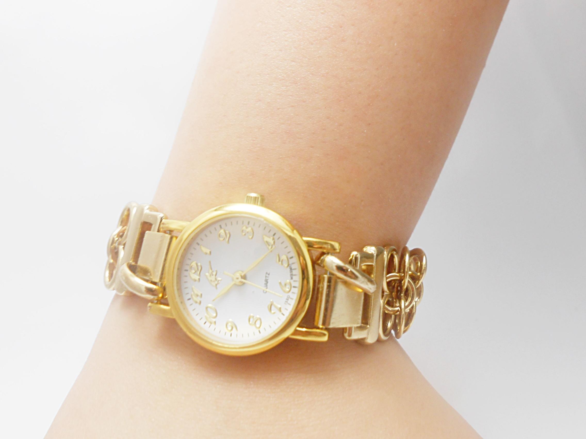 65a77486fde Relógio Feminino Correntes Dourado no Elo7
