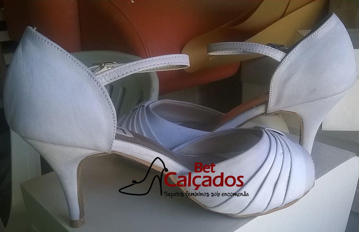 33f630cfe Sandália CETIM branca rosto drapeado no Elo7 | Bet Calçados (671439)