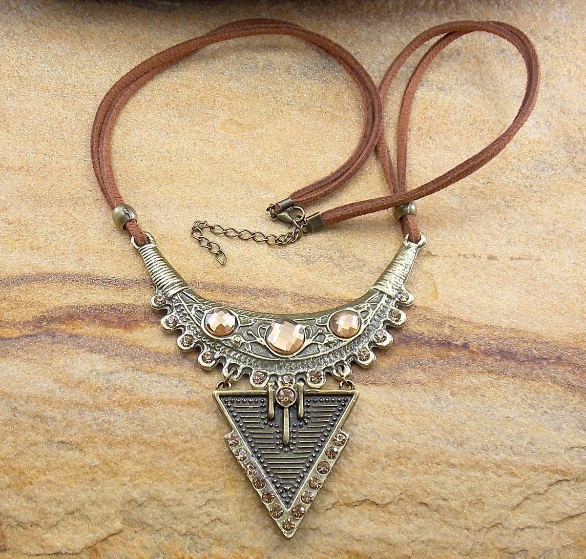 0e8ebb670 Maxi colar boho chic couro e ouro velho bijuterias no Elo7 | Di ...