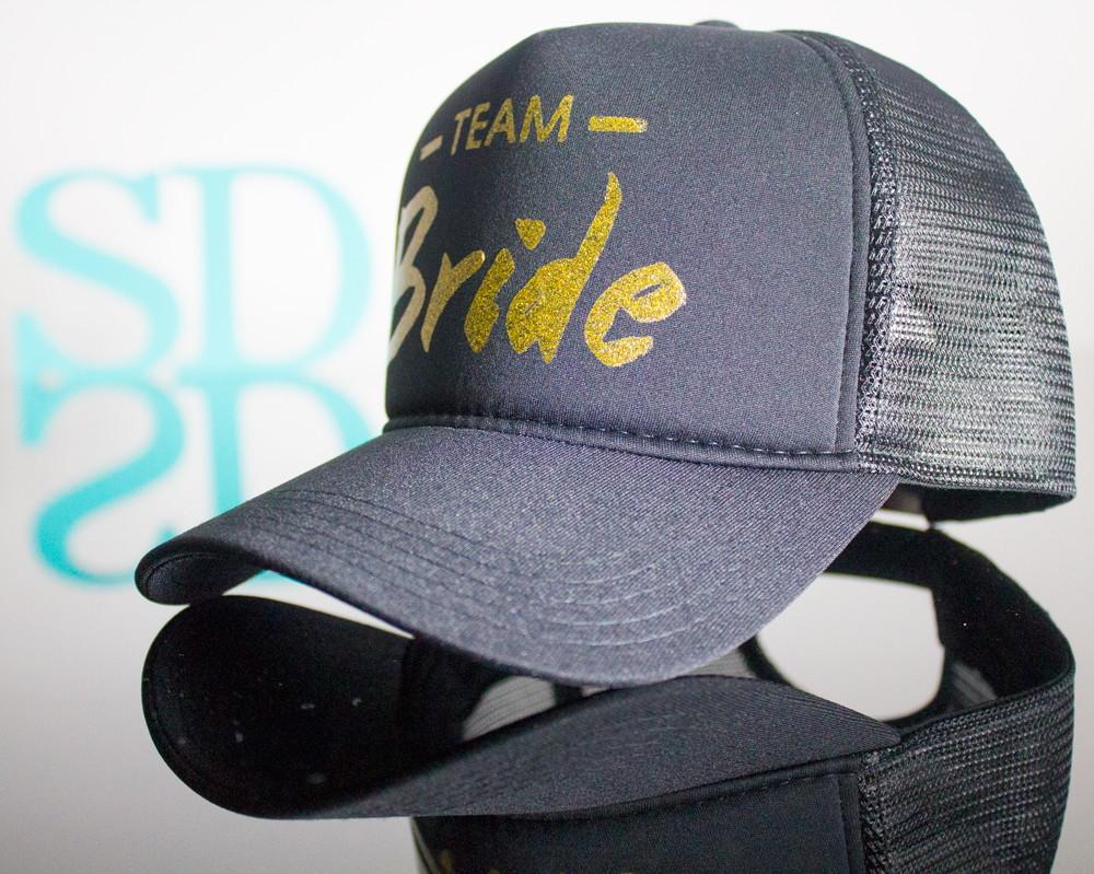 1420a8a13 Boné Personalizado Team Bride Glitter no Elo7