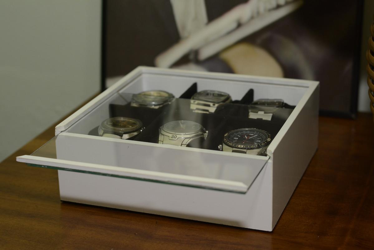 0db20470e66 Porta Relógio c/ 6 divisões Branco no Elo7 | Poli Design (6E29FD)
