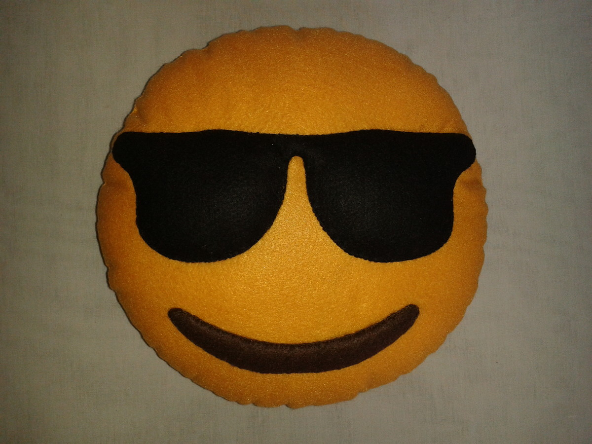 Almofada Emoji Whatsapp - Óculos de sol no Elo7   Amoreando (6F41EF) 5c6fcc5c56