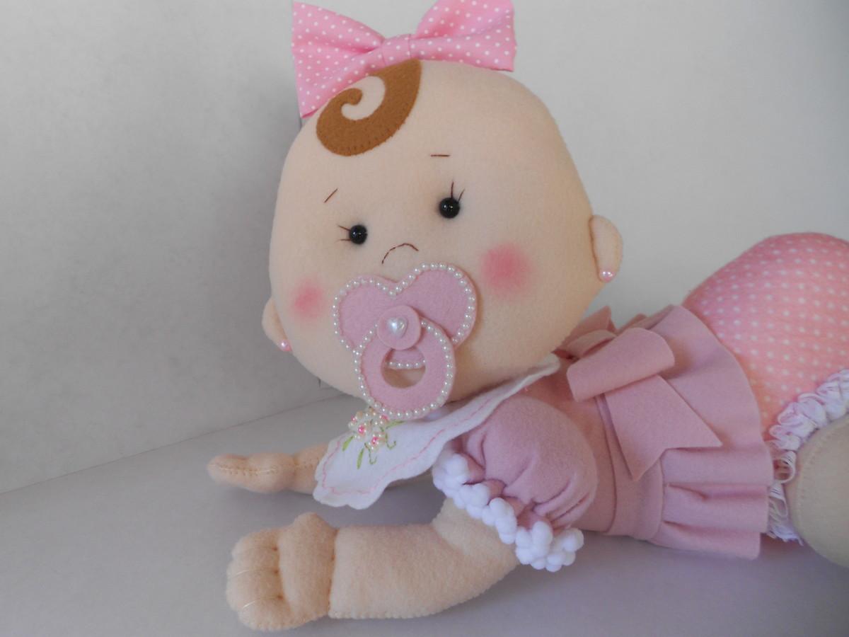 bonequinha-bebe-em-feltro-artesanato.jpg