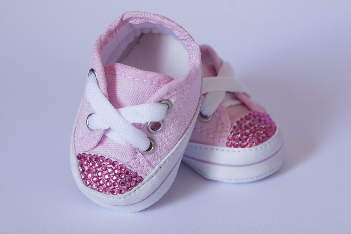 9eddae69b16 Tênis estilo All Star Rosa com strass no Elo7