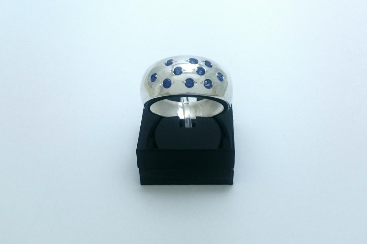 27ea8e2334b Anel Tilly em prata com zircônias azuis no Elo7