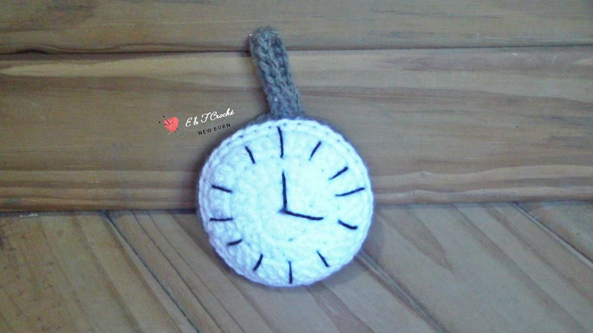 afdd640c796 Relógio Alice no País das Maravilhas. no Elo7