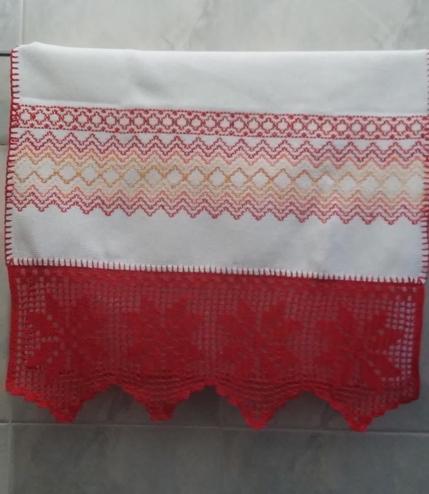 Toalha Bordada em Vagonite com Barra de Crochê Vermelha no Elo7 ... 82996b89f571c