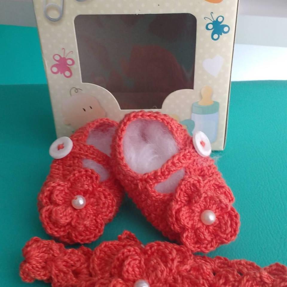 8907ecab3 Conjunto sapatinhos e faixa em crochê