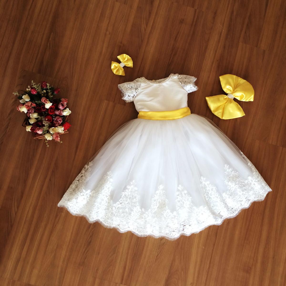 4dc3da269b Vestido de Daminha Branco e Laço Amarelo no Elo7