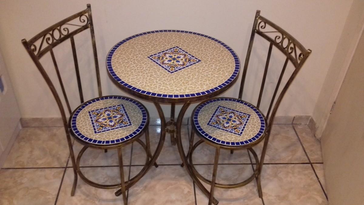 Conjunto em mosaico em azulejo canto das artes for Azulejo mosaico