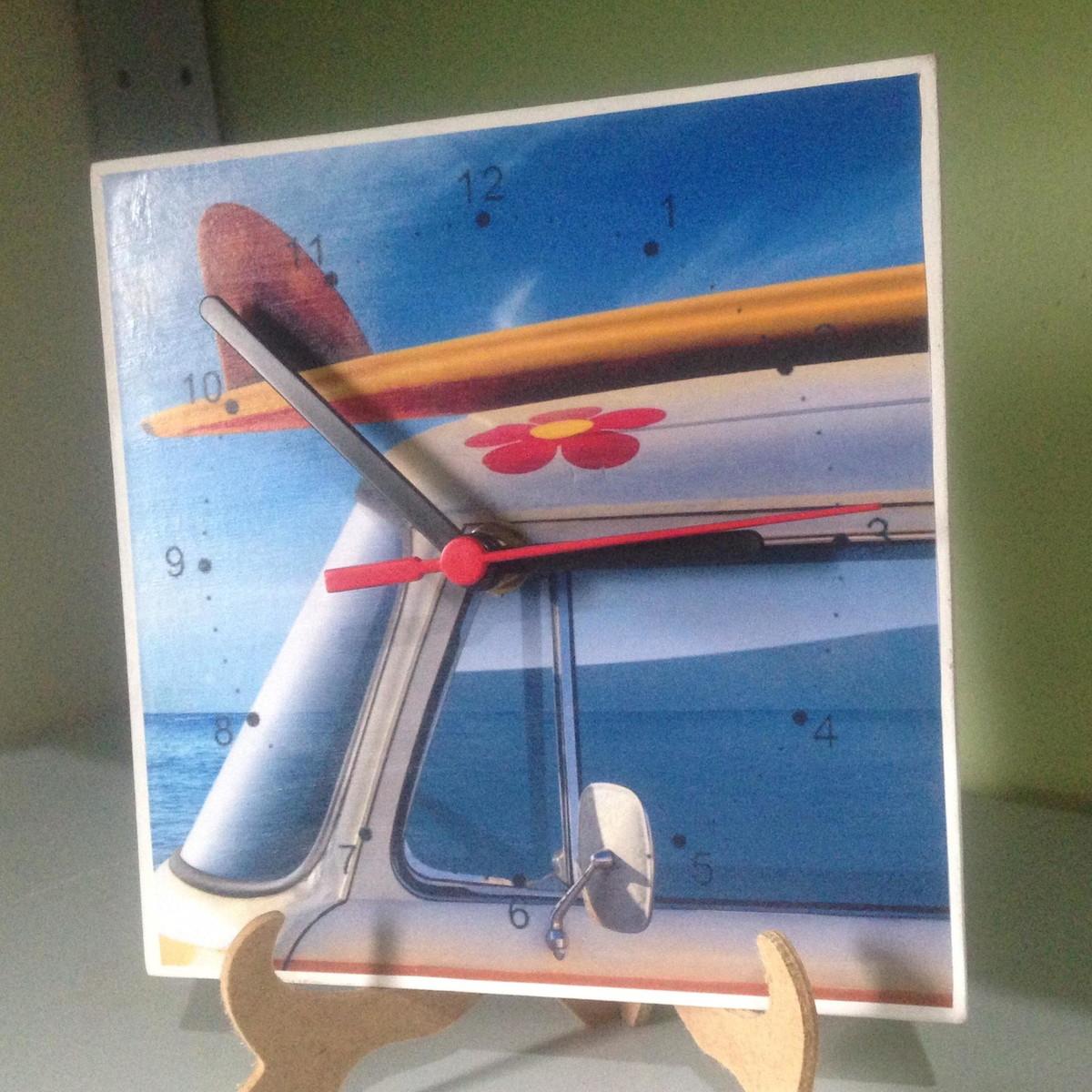 0b7f65d3883 Relógio Kombi Surf no Elo7