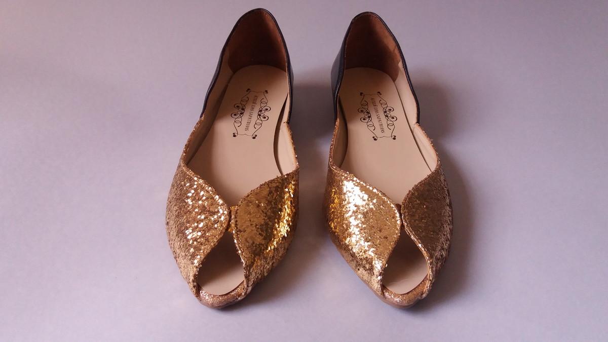 be8cd2cd79 Peep Toe Glitter Dourado - Napa Preta no Elo7