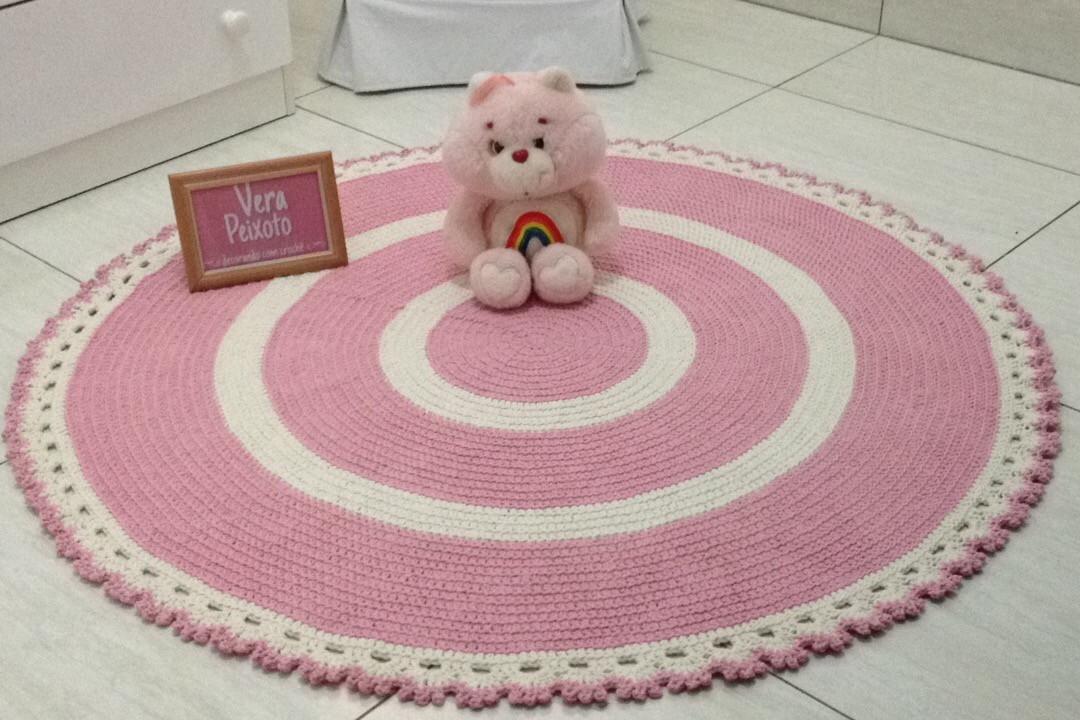 tapete de croche rosa e off baby cec lia ateli vera. Black Bedroom Furniture Sets. Home Design Ideas
