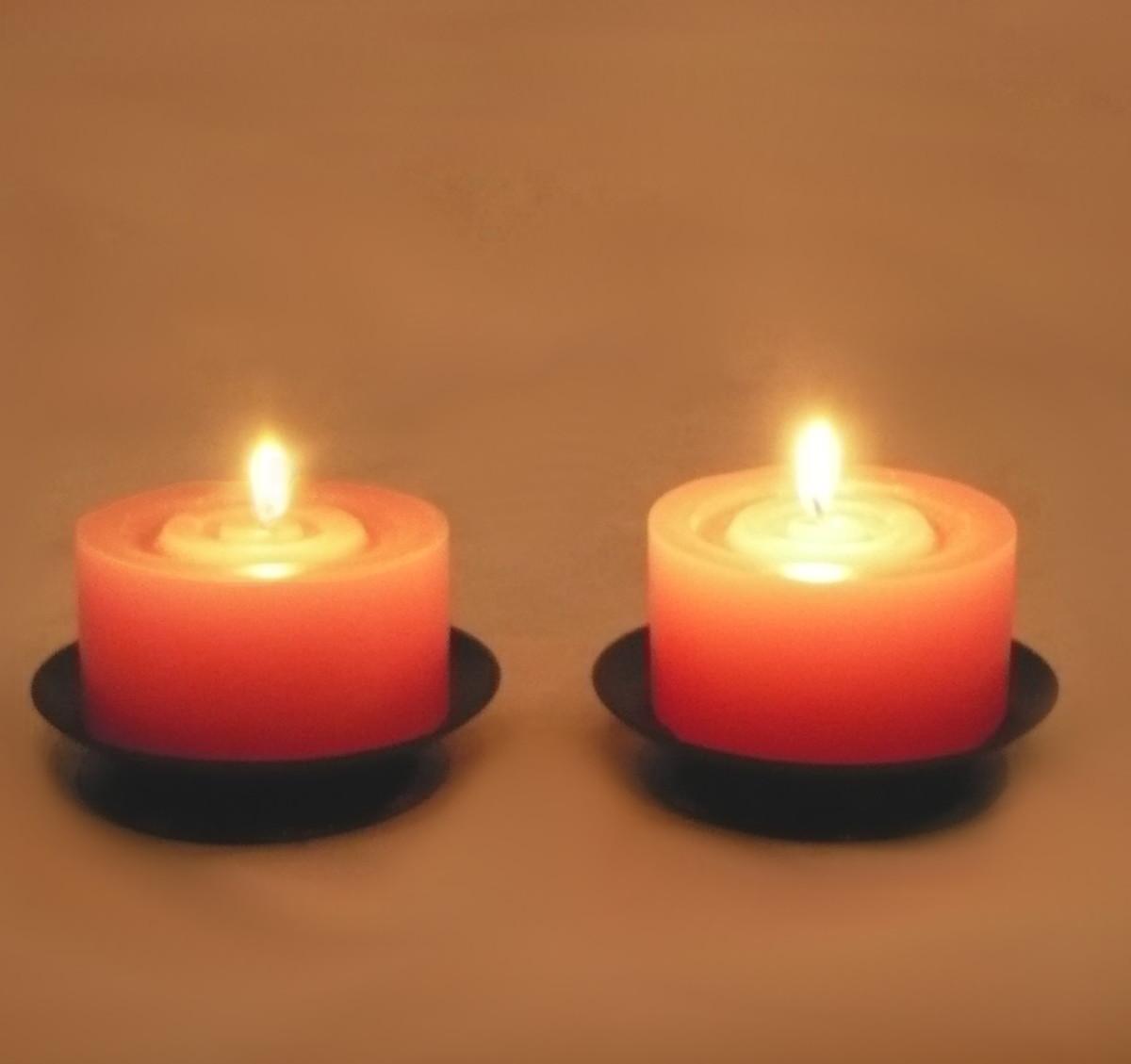 2 bases redondas com velas grandes velitas velas e - Base de vela ...