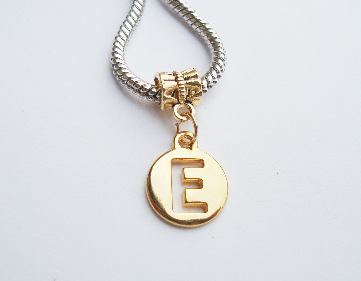 Pingente Banhada Ouro -Medalha Letra E no Elo7   HEVA Semi Joias ... cc6ca64ccb
