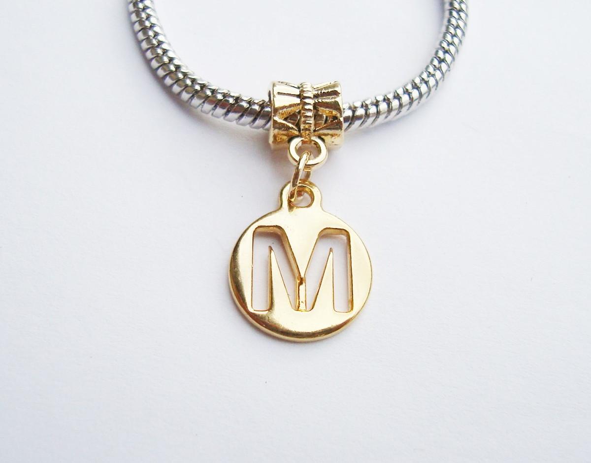 5a3be606fb0c1 Pingente banhado Ouro MEDALHA Letra M no Elo7