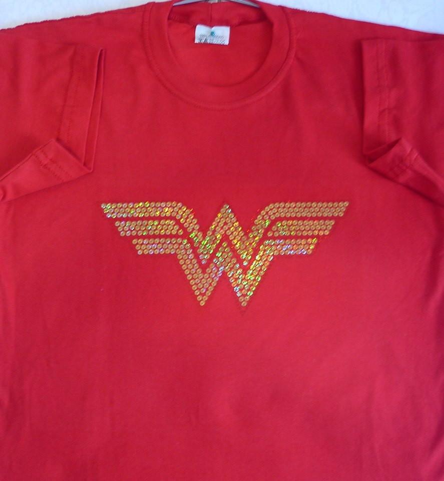 760b49ce11 Camiseta feminina Mulher Maravilha em strass no Elo7