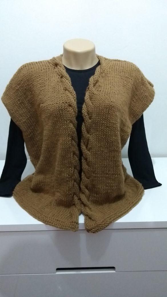 Colete com trança de lã em tricô a mão no Elo7  8e07c138b35