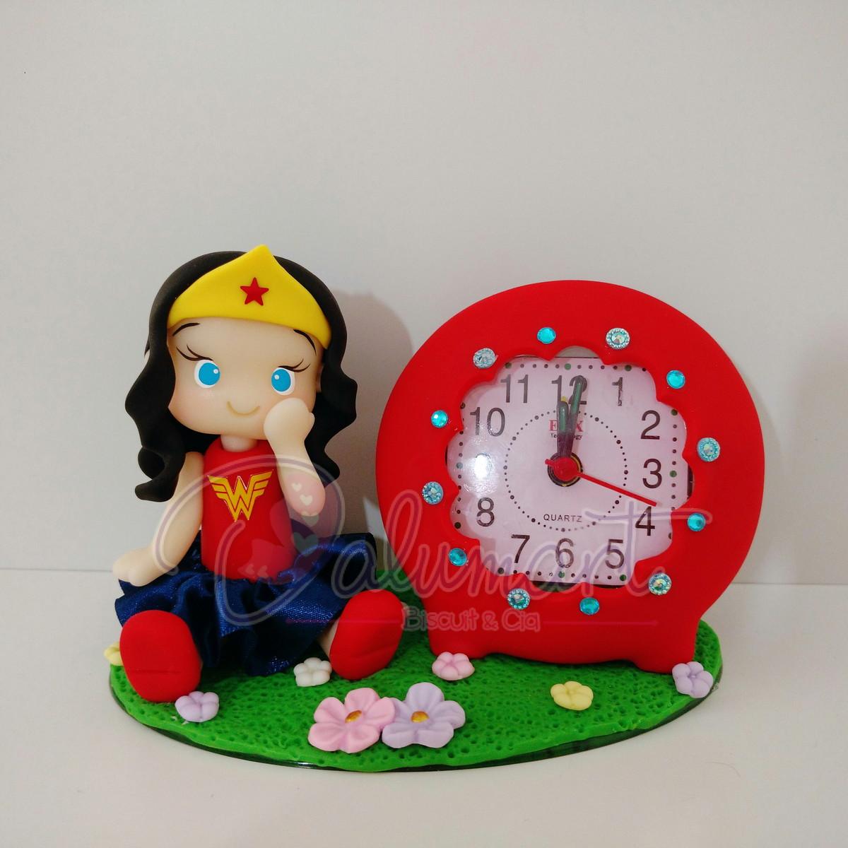 50df1e55abb Relógio decorado Mulher Maravilha no Elo7