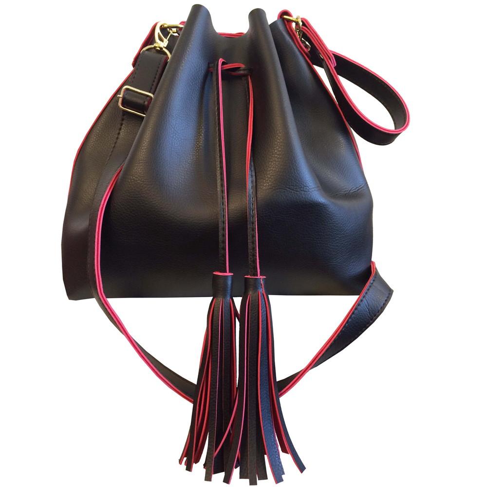 372ac8f88 Bolsa feminina saco transversal grande preta com vermelho no Elo7 ...