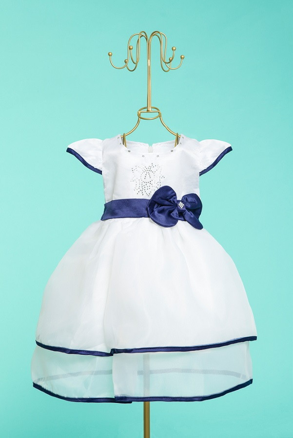 Vestido branco sapato azul