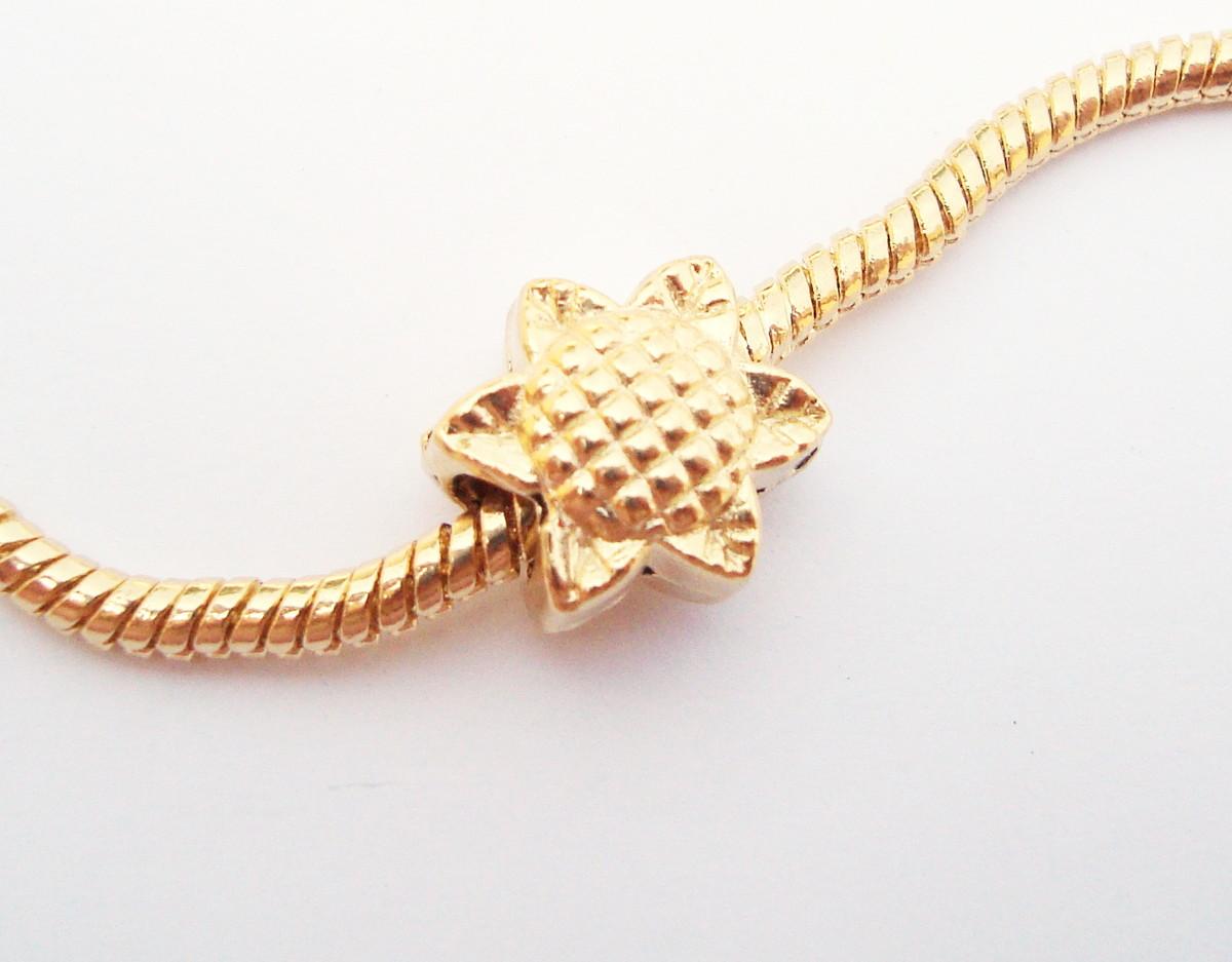 fc4c5bbcc4b Berloque Banhado ouro MARGARIDA no Elo7
