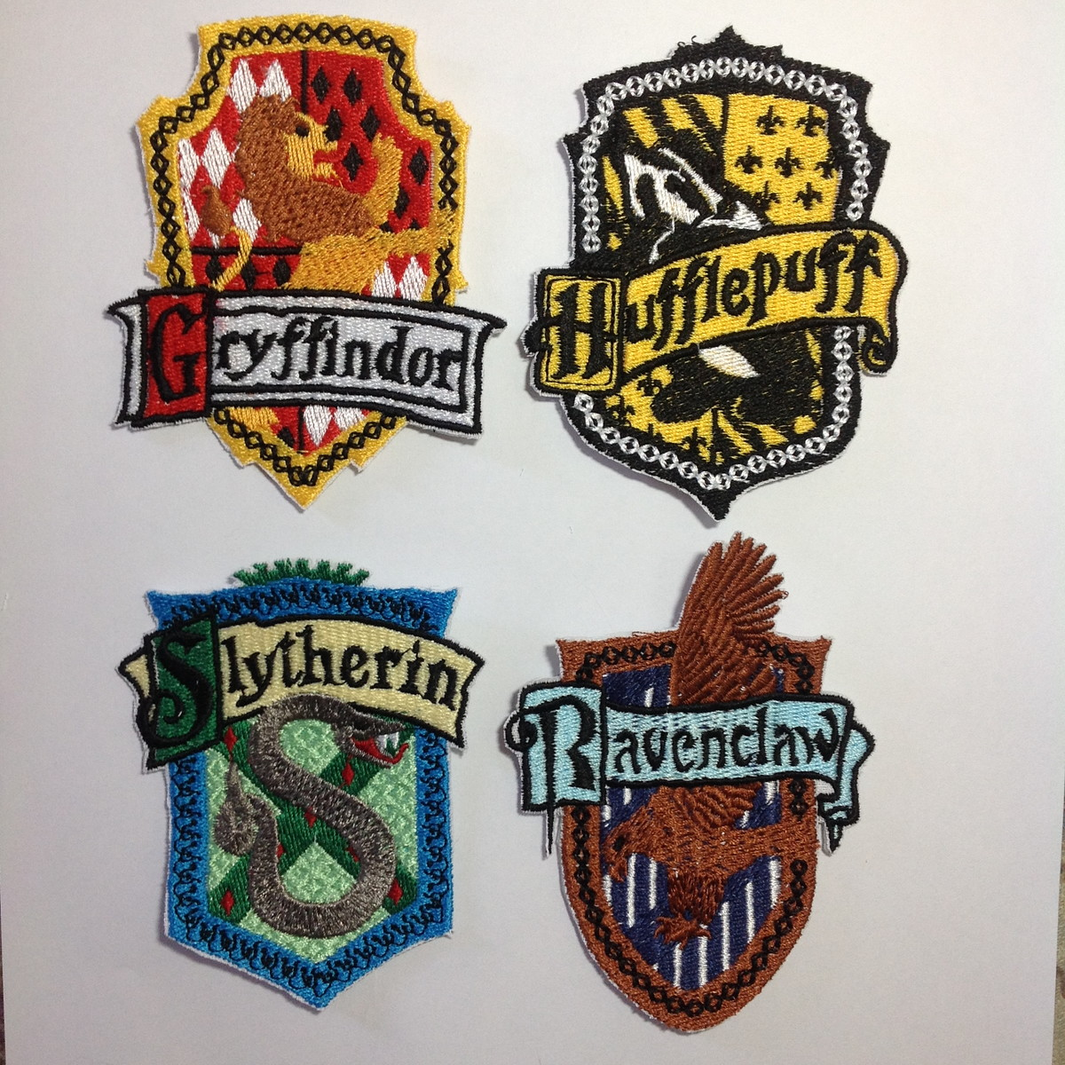 Patches bordados 4 bras es casas harry potter modelo1 no elo7 aline bordados agrados a08bef - Harry potter casa ...