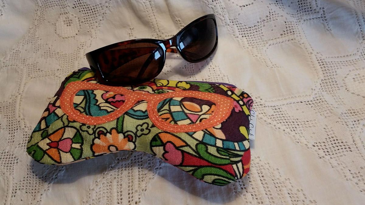 72f48e43af126 capa para óculos de sol .TECIDO ESGOTADO!!! no Elo7   Ateliê Celeste ...