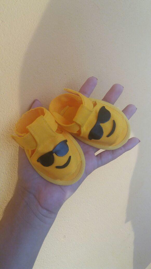 sandália bebe emoji óculos de sol no Elo7   Mimos de Lú (AA4D5B) ecd5058578