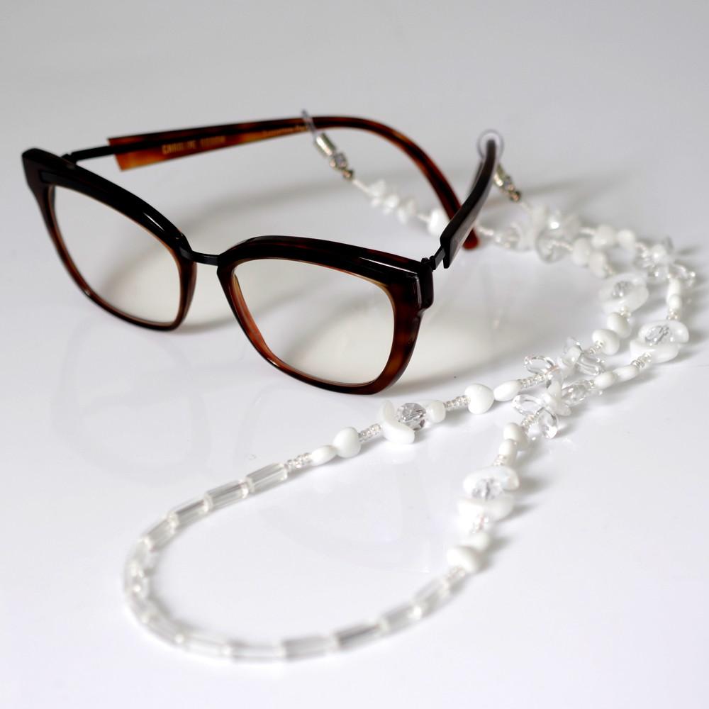 Cordinha de pedrarias para óculos Branco com Coração no Elo7   Bead ... eed5e3c7c1