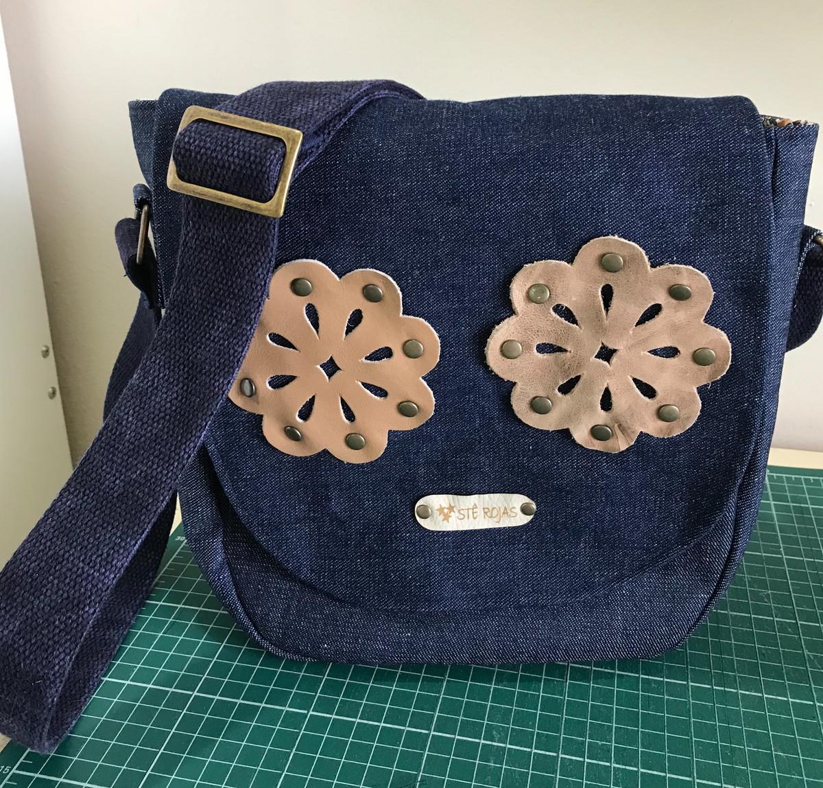 524f9ad0d Bolsa Carteiro Jeans com detalhes em couro no Elo7 | Stê Rojas ...