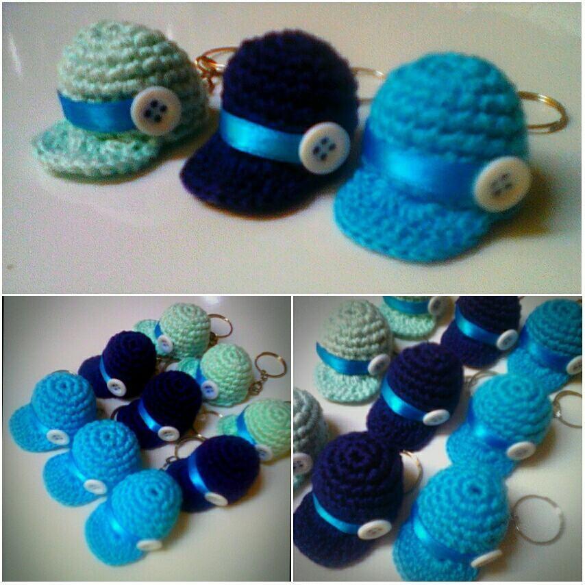 cae5762bbb517 Lembrancinha chaveiro mini boné em crochê no Elo7