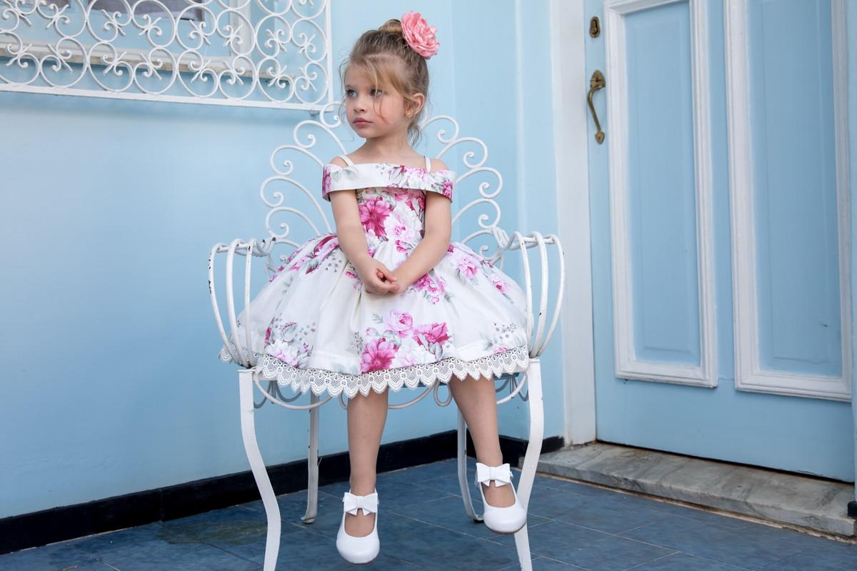 e0f64d5b5 Vestido Infantil Ombro a Ombro - Fundo Bege com flores pink no Elo7 ...