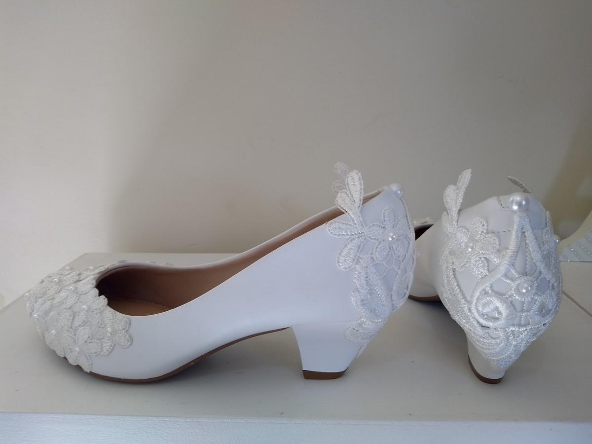 11e50612d Sapato Customizado renda e pérolas no Elo7   W&G Artigos de ...