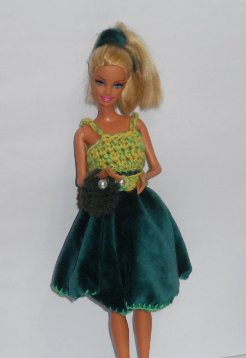 Vestido De Crochê E Tecido Para Barbie