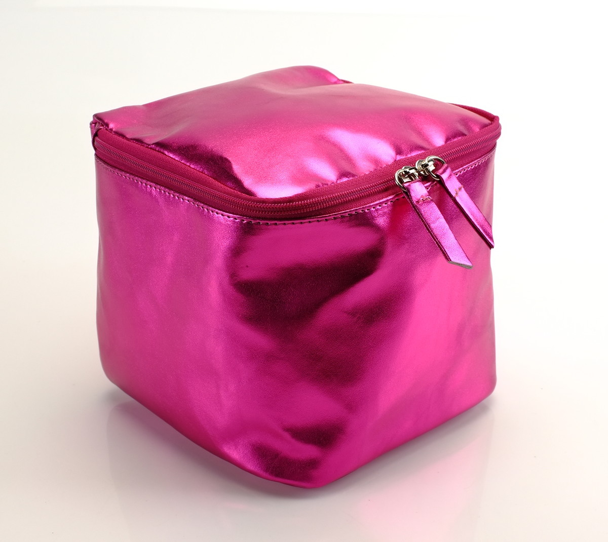 Necessaire Cubo Metal Pink no Elo7   HazelnutHazel (BB4FC2) 80f09fa68a