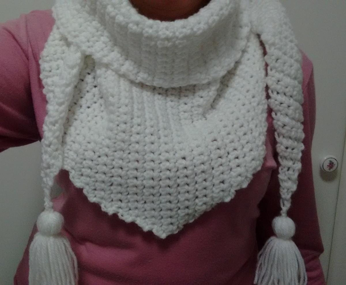 Cachecol triangular de crochê em lã no Elo7  0be79585668