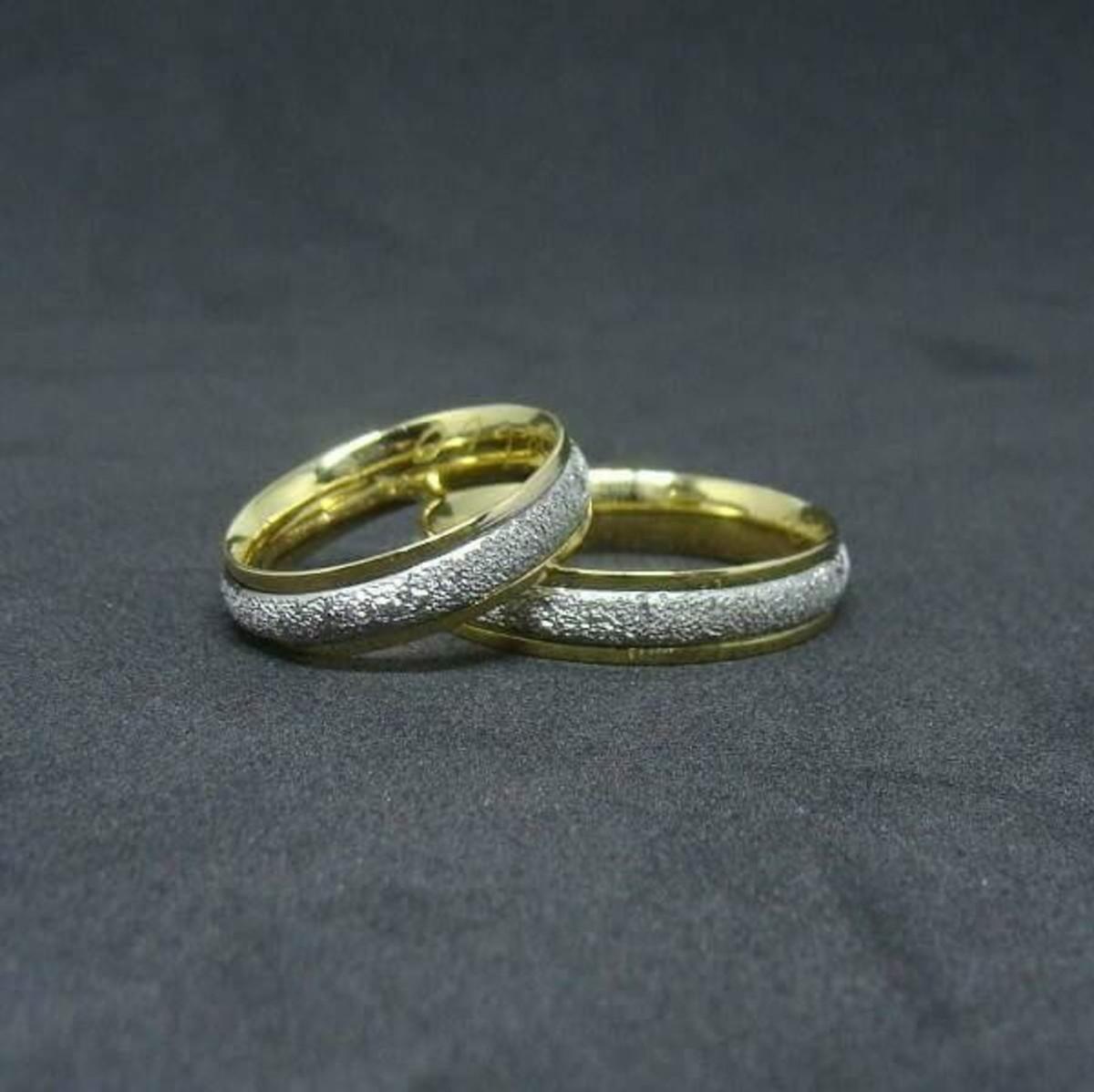 2cebfff14f7c5 Aliança de Ouro 18k Amarelo e Branco 18k Diamantada - (Par) no Elo7 ...