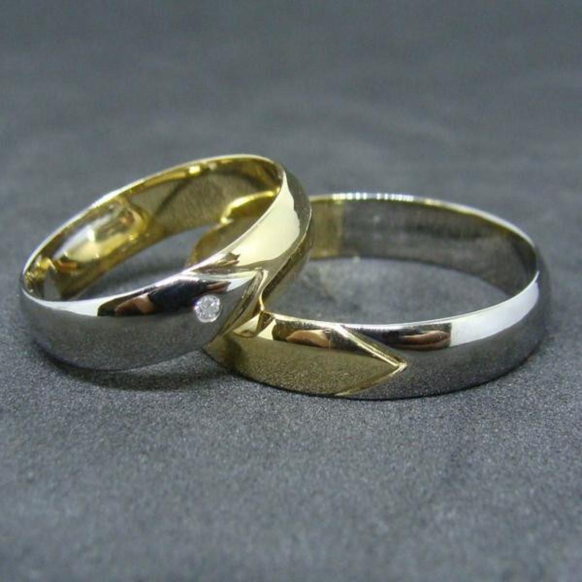 688a973e7618b Aliança de Ouro 18k Branco e Amarelo Corte V Bodas -(Par) no Elo7 ...