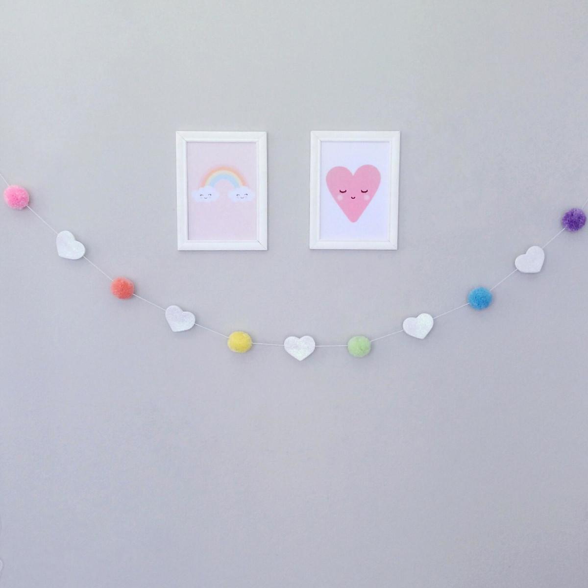 6cede79afbe69 Varal de Pompom - Coração Candy no Elo7