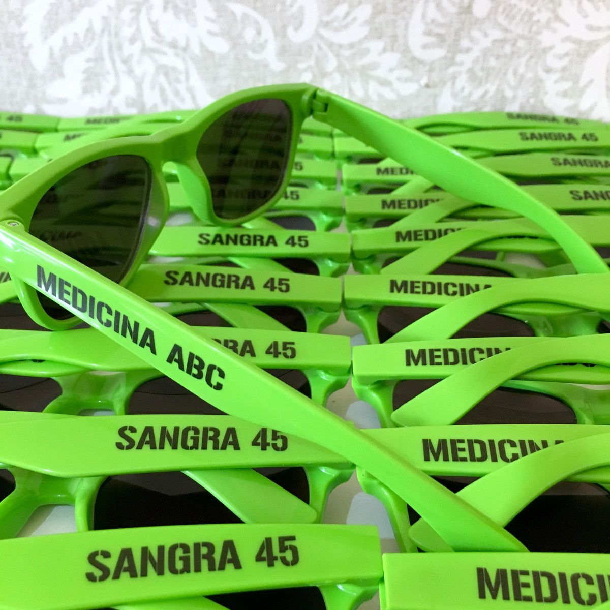 Óculos de Sol Personalizados logo texto no Elo7   Sal e Pimenta ... efcd4cb3a0